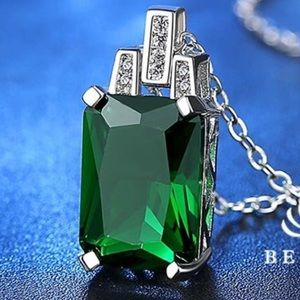 Jewelry - 💚Stunning Green Princess Cut CZ Pendent Necklace
